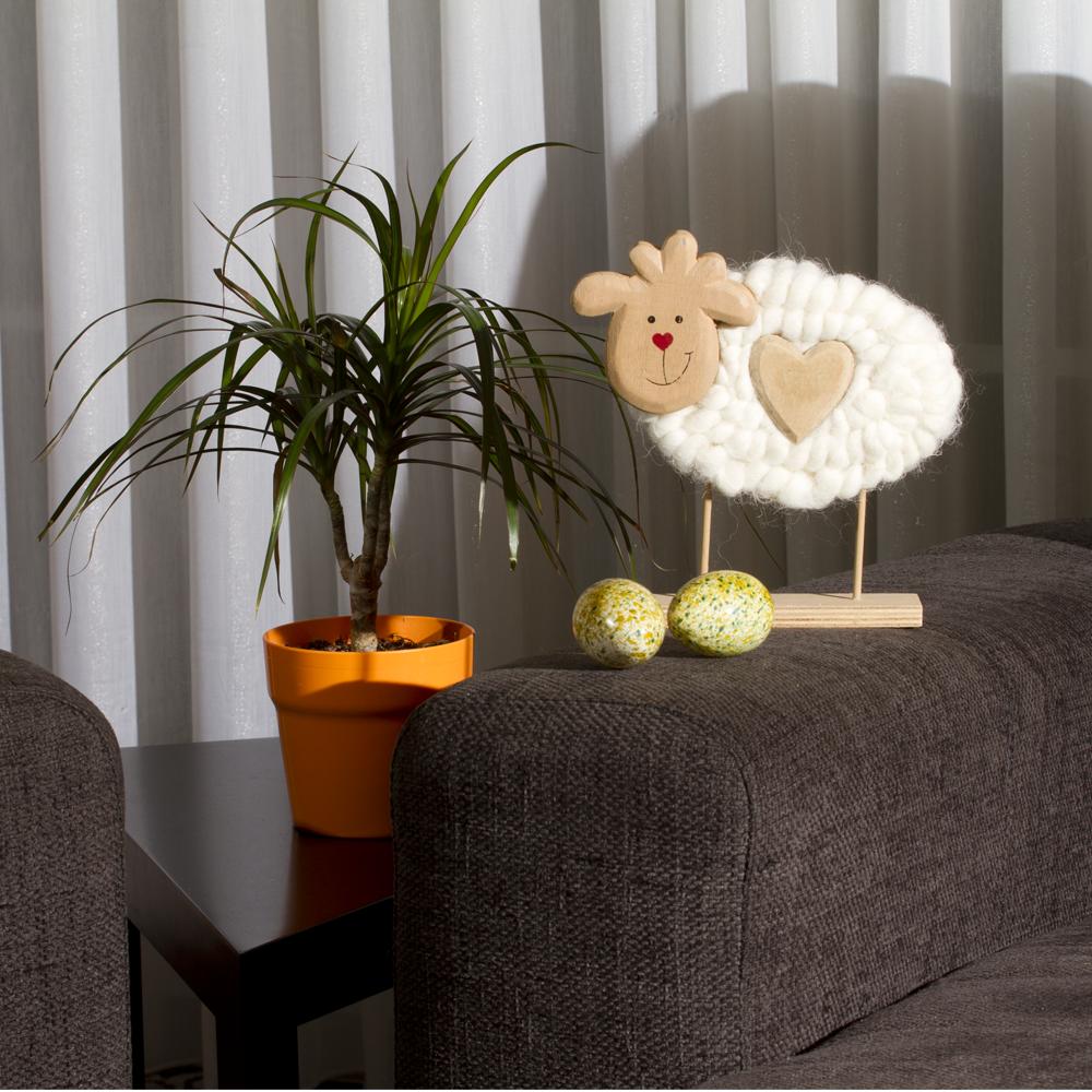 Deko Schaf Aus Holz Und Wolle ~ Cremefarbenes Schaf aus Wolle , auf Holzfuss